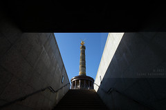 V for Victory (Elios.k) Tags: horizontal outdoors nopeople passage stairs staircase perspective frame lightandshadows victorycolumn monument siegessäule siegessaule column statue golden victoria landmark sightseeing pillar sandstone redgranite goldelse goldenlizzy sky bluesky clear weather colour color travel travelling october2017 canon 5dmkii photography berlin germany deutschland europe