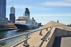 Queen Elizabeth (Hugo Sluimer) Tags: queenelizabeth queen elizabeth cunard cunardline cruiseship cruise cruises cruiseterminalrotterdam cruiser cruiseterminal cruiseschip portofrotterdam port haven onzehaven vlaardingen rotterdam zuidholland holland