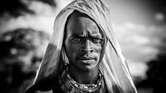 Guerrero Dassanech, Ethiopia (día 6) (pepoexpress - A few million thanks!) Tags: nikon nikkor d750 nikond75024120f4 nikond750 24120mmafs pepoexpress flickr africa ethiopia dassanech portraits retrato bw people