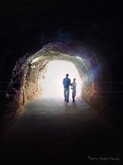 Éblouissement ... ( P-A) Tags: éblouissement aveuglement lumière éclair fort caverne tunnel mine passage gens floue ajustement iris frais voyages vacances visite galerieauximages bauxdeprovence france provence photos simpa©