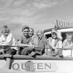 Children on board the motorboat Queen for an all-day cruise from Waskesiu to Kingsmere Portage... / Des enfants à bord du bateau à moteur Queen, croisière d'un jour de la jetée de Waskesiu au portage Kingsmere... thumbnail
