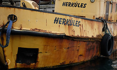 Histoire ancienne/ancient history ... (bd168) Tags: boat jaune yellow tug remorqueur reykjavik xt10 xf50mmf2rwr reflections sea mer harbour port islande iceland