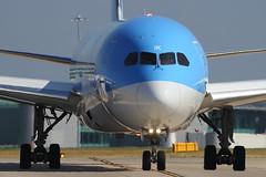 G-TUIK THOMSON AIRWAYS BOEING 787-9 DREAMLINER (Roger Lockwood) Tags: gtuik thomsonairways manchesterairport man egcc