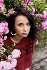 Frederic (Atelier de Recherche Photographique) Tags: girl model modelphoto young newface photo photography beauty fashion mode colors flowers makeup fredericlaloggiamakeuphairdresser winne clothes street garden yard red pink portrait portraitphotography