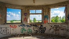 Die Fenster zur Welt. #skypirateberlin #sonyalpha6000 #lostplaces #abandonedplace #abandoned #urbex #urbexphotography #windows #airport (qmkzzota36) Tags: lostplaces urbexphotography abandonedplace skypirateberlin abandoned windows sonyalpha6000 urbex airport
