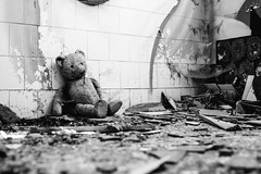 04/30 2017/08 (halagabor) Tags: nikon d610 manualfocus vintagelens nikkor urban exploration exploring explorer urbex urbanexploration urbanexploring decay derelict devastation abandoned abandonment forgotten lost lostplaces old building indoor graffiti ruin ruins ruined bnw blackandwhite monochrome teddy bear teddybear alone lonely eger