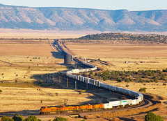 BNSF 5880 in the later afternoon 10/8/2018 (Ray C. Lewis) Tags: bnsf burlingtonnorthernsantafe seligmansub pica train railroads transportation arizona northernarizona railroadin intermodal views scenic landscape