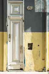 Doors Of Havana No. 3 (TablinumCarlson) Tags: amerika america karibik caribbean sea gulf atlantic ocean cuba republic antilles havanna havana habana leica kuba m m240 summicron tür door entry white old alt 520 vieja 50mm leicam