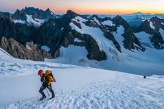 Pujant Dome (faltimiras) Tags: france frança francia alps alpes ecrins dome de neiges barre des glaciar glacier ice gel hielo valle moutain mountains climbing trekking hiking sunset sunrise