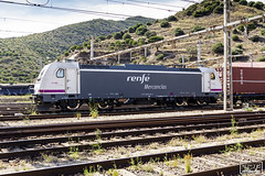 253-089 (Escursso) Tags: 253 253089 adif bombardier mercancias portbou rd renfe traxx estacio railway station train tren