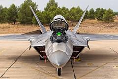 F-22 por primera vez en España (Ejército del Aire Ministerio de Defensa España) Tags: f22 raptor avión militar aviación caza fighter aviation baseaéreadealbacete tlp tacticalleadershipprogramme airbase albacete usaf airforce fuerzaaérea airbaselosllanos spanishairforce