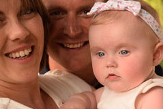 BABY PORTRAITS HAPPY FAMILY (toms.annette) Tags: smiles all round love care kindness protection family joy pride proudparents gentlecareprotection