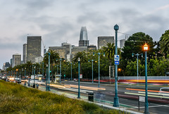 embarcadero rush (pbo31) Tags: bayarea california nikon d810 color july summer 2018 boury pbo31 sanfrancisco city urban roadway traffic lightstream motion littleitaly embarcadero pier27 skyline salesforce muni streetcar infinity over streetlight