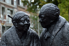 Indische tantes (Shahrazad26) Tags: indischetantes yvonnekeuls frederikhendrikplein statenkwartier denhaag sgravenhage thehague lahaye zuidholland nederland holland thenetherlands paysbas statue standbeeld