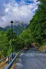 Mountainroad (Tripl3 D) Tags: berg mountain weg road bomen trees wolken clouds straatlantaarn streetlight italië italy toscane tuscany levigliani hdr canon canoneos650d eos 650d