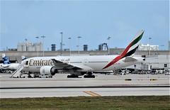 EK B77W FLL (Luis Fernando Linares) Tags: aviation avgeek airlines airplane airport airliner aircraft boeing b77w b777 tripleseven widebody fll kfll ek emirates uae planespotting jet twinjet ge ramp