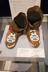 1905 Cutter Woman's moccasins (quinet) Tags: 2017 aborigène canada firstnations indian kunst ontario rom royalontariomuseum toronto ureinwohner aboriginal art museum musée native 124