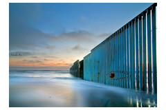 Barrido en el Bordo (dcp :: estudio) Tags: review murofronterizo baja barrido larga expisicion largaexposicion playa playasdetijuana playabarrida frontera filtrond