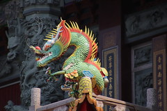 dragon statue (沐均青) Tags: 彰化 台灣 taiwan temple 風景 scenery 雕塑 sculpture statue colorful buildings summer red blue dark grey art landscape yellow