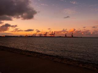 Sonnenuntergang am Jade-Weser-Port Wilhelmshaven - 1