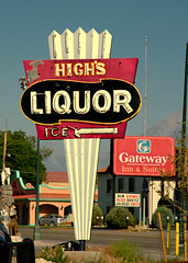 High's Liquor (Rusty Irons) Tags: colorado signs old mountain towns small decay liquor cocktail wine beer neon