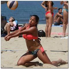 Volley Playa - 106 (Jose Juan Gurrutxaga) Tags: file:md5sum=6e1e5dd54574bb4e5726665a04982071 file:sha1sig=eba6af2cc09e8236e2a3ce12154d11d390ee1b94 volley playa beach hondartza boleibol voleibol semana grande zurriola donostia