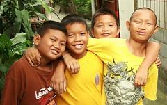 boys (the foreign photographer - ฝรั่งถ่) Tags: four boys khlong thanon portraits bangkhen bangkok thailand canon