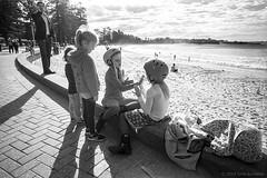playing, Manly beach  #965 (lynnb's snaps) Tags: 201807 35mm manly xtol bw blackandwhite film leicaiiif leicafilmphotography rangefinderphotography cv21mmf4colorskoparltm ilfordfp4 kodakxtoldeveloper manlybeach sydney australia bianconegro bianconero blackwhite biancoenero blancoynegro noiretblanc schwarzweis monochrome ishootfilm children play contrejour sunny beach coast