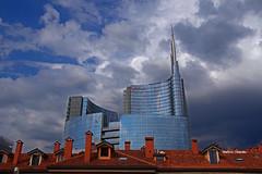 Oltre i tetti della vecchia Milano... (stefano.chiarato) Tags: milano lombardia italy torreunicredit tetti roofs nuvole clouds cielo sky paesaggiourbano urban edificio building pentax pentaxk70 pentaxart pentaxflickraward