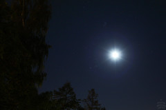 Moon and the Golden Gate of the Ecliptic / @ 18 mm / Dresden / 2015-10-01 (astrofreak81) Tags: moon luna mond pleiades hyades goldengateoftheecliptic golden gate ecliptic plejaden hyaden sky night konjunktion light dark dresden 20151001