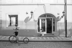 (@Bino) Tags: leica film pellicola zeiss 28mm street urban