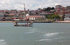Lisbonne (hans pohl) Tags: portugal lisbonne rivers fleuves boats bateaux villes cities maisons houses architecture tejo