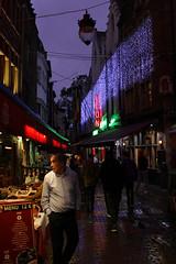Le patron (urb_mtl) Tags: léon leon chezléon chezleon nuit night nighthawk rue bouchers beenhouwersstraat bruxelles brussel brussels belgique belgium belgie lumière light rain pluie mouillé wet