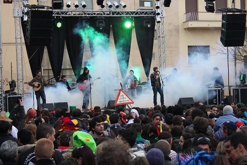 Ratti della Sabina 🎻 #carnevaloneliberato #2010 👹 - Festa dell'autoliberazione di #poggiomirteto dallo stato pontificio #1861 - 😈 #concerti 🎥#elettritv💻📲 #musica #popolare #cantautori #artisti