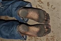 dirty city feet 591 (dirtyfeet6811) Tags: feet soles barefoot heels dirtyfeet dirtysoles blacksoles dirtyheels cityfeet