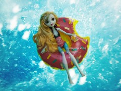 (Linayum) Tags: lagoonablue lagoona monster monsterhigh mh mattel doll dolls muñeca muñecas toys juguetes swim swimmingpool summer sumertime linayum