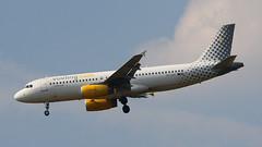 IMG_6770 EC-LQZ (biggles7474) Tags: egkk lgw london gatwick airport eclqz a320232 a320 vueling airbus
