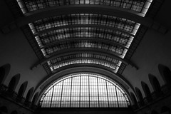 Majestic Cave (Thomas Listl) Tags: thomaslistl blackandwhite biancoenegro noiretblanc graphical geometry architecture paris france diagonal lines curves windows roof ceiling indoor garedelest wideangle monochrome 24mm
