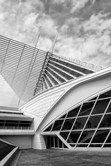 Milwaukee Art Museum, exterior detail (John Wilder Photography) Tags: leicadlux4 calatrava architecture modernarchitecture modernistarchitecture milwaukee artmuseum usa bw monochrome