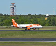 OE-IVM - Airbus A320-214 (SL) (Digi-Joerg) Tags: internationalerverkehrsflughafen berlintegel txl easyjet airbusa320 ersterflug23012017 heimatflughafenwienschwechat oe austria