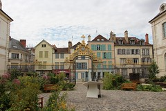 Jardin de l'Hôtel-Dieu-le-Comte (demeeschter) Tags: france champagne aube troyes city town building architecture church cathedral religion culture art street medieval museum archaeology heritage historical