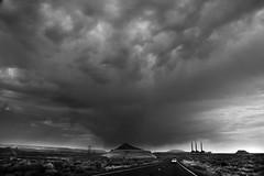 Storm aproaching (alestaleiro) Tags: storm arizona page tormenta clouds nubes nuvens mono monochrome monocromo bw bianconero road roadtrip alestaleiro