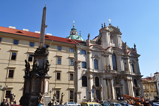 Colonne de la Sainte Trinité et église St Nicolas, Malostranské náměstí, Mala Strana, Prague, République tchèque.