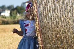 Cosa c'è di più bello al mondo di un accenno di sorriso? Non esiste gioia più grande di veder sorridere un bambino. (Gianni Armano) Tags: cosa c'è di più bello al mondo un accenno sorriso non esiste gioia grande veder sorridere bambino foto rotoloni campagna bambina spinetta marengo alessandria piemonte italia flickr gianni armano photo