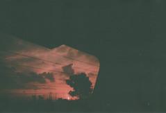 018.jpg (Tai Moura) Tags: kodak film filme 35mm proimage 100 trip100r olympus sky red vermelho car carro sunset pordosol olympustrip100r lomo lomography lomografia