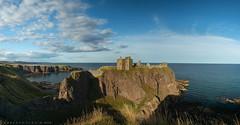 Dunnottar Castle (ralcains) Tags: flickrtravelawars panoramica leicam240 scotland m240 biogon carlzeiss panorama leicam rangefinder telemetrica paisaje castle ngc leica castillo landscape 21mm