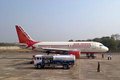 मुगलसराय स्टेशन के बाद अब योगी सरकार ने इन तीन हवाई अड्डो के नाम बदलने का किया आग्रह (Kranti Bhaskar) Tags: viral news bareilly kanpur mughalsarai station three airports urged rename yogi sarkar देश