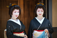 magnificent (byzanceblue) Tags: kyoto maiko geisha geiko kagai japan japanese woman girl female beauty cute beautiful 京都 kimono gion dance lovely 舞妓 舞踊 traditional kanzashi formal 祇園 black 花街 white color colour flower nikkor background people photo portrait professional lady lovery 芸妓 着物 bokeh red traditonal summer natural 祇園甲部 祇をん ぎをん fresh shadow 黒紋付 shirt tsurui