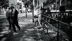 light&shadow 2018@Kö, Düsseldorf 11 (Amselchen) Tags: bicycle people pedestrian city street streetphotography bnw blackandwhite mono monochrome light shadow bokeh dof depthoffield sony a7rii sonyilce7rm2 sigma mc11 30mmf14dchsm art