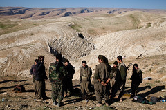 IMG_6755.jpg (Reportages ici et ailleurs) Tags: kurdistanirakien urbanwar kurdes sinjar pkk yezidis peshmerga battle city yekineyenberxwedanshengale ybs guerre shengal ezidis guerreurbaine yannrenoult fight bataille war isis hpg ypg yjastar etatislamique montagne guerilla kurd ville yekineyenparastinagel mountain